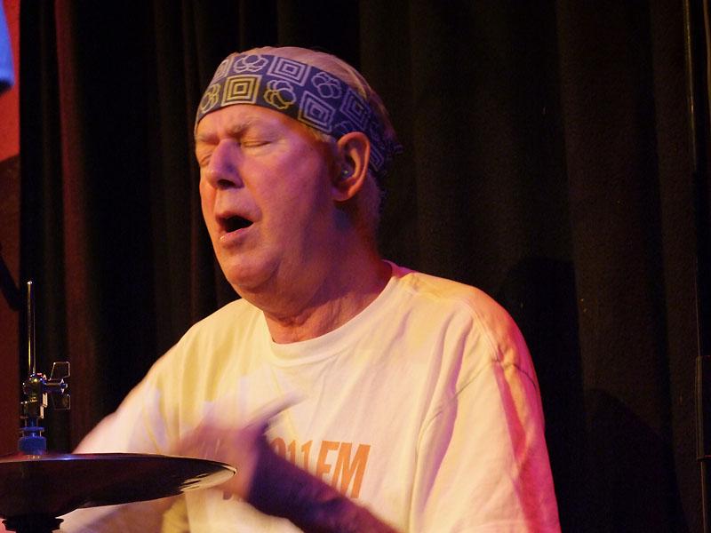 Han Bennink (drums)